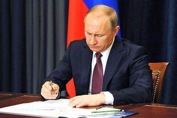 امضای توافقنامه تجارت آزاد ایران و اتحادیه اوراسیا توسط پوتین