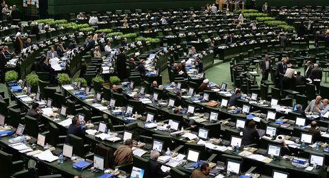 بررسی طرح بانکداری و لایحه مالیات بر ارزشافزوده در مجلس