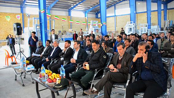 بازدید امام جمعه و نماینده محترم به همراه جمعی از مسئولین از گروه تولیدی آبایان پروفیل