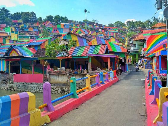 رنگآمیزی نمای ساختمانها در اندونزی به بهانه جذب توریست و ایجاد اشتغال