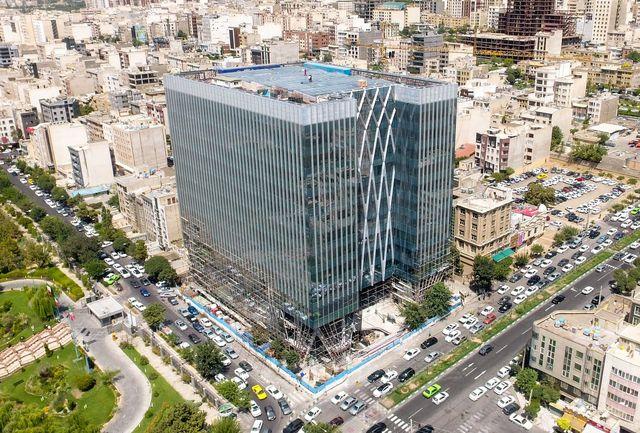 ارجاع تخلف ساختمان بورس تهران به کمیسیون ماده 100/ امضا طلایی برای مجوز ساختمان شیشه ای بورس/ کمبود 300 واحد پارکینگ در برج بورس