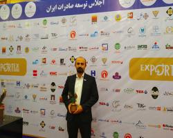 دریافت نشان عقاب طلایی مدیریت موفق توسط هافمن در اجلاس توسعه صادرات ایران-اکسپورتکس